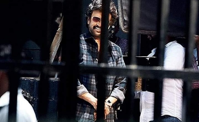 "Rajnikanth Looks Dapper In ""Darbar"""