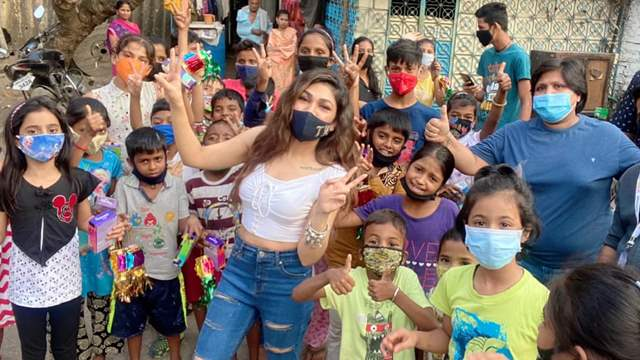 Tulsi Kumar's Special Gesture For Kids This Diwali